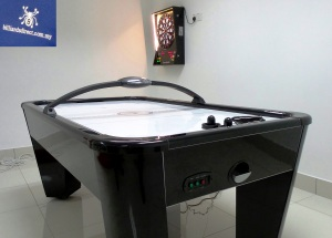 Easten Air Hockey with Bravo Dart Board