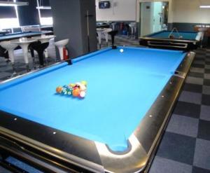 Espiritu in Pool Hall - Web