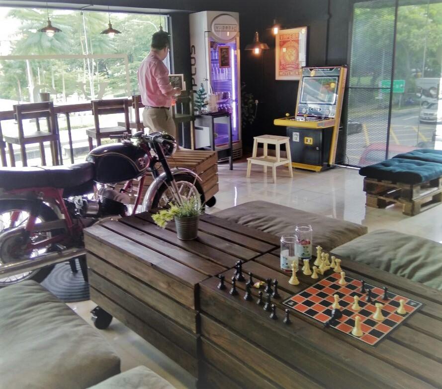 street-fighter-arcade-in-vape-bar
